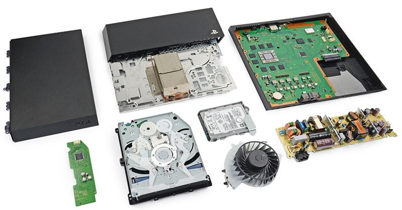 Ps4 tamiri ; bozulan Playstation cihazının arızasının tamir edilip tekrardan kullanılabilir hale getirilmesidir. Oyun dünyasında gayet popüler olan Playstation 3 ve Playstation 4 oyun konsolları bir çok ileri teknoloji unsuru bileşen barındırır ve doğası gereği bir çok nedenle bu bileşenlerin arızalanması normaldir. Bu sorunların konusunda uzman ve deneyimli bir teknik servis personeli tarafından onarılması gereklidir.    Playstation 4 lerde bir çok arıza gözükebilir ; bunların bazıları •Cd nin çalıştırılmaması sorunu  •Anakart üzerinde görülen Arızalar •Cihaz üzerindeki soketlerin arızalanması •Dualshock 4 arızaları •Kol üzerindeki analogların soyulması , yırtılması •Oyun oynarken cihazın donması •Oyun oynarken veya herhangibir zamanda playstation un kasması sorunu •Mavi Işık Arızası •Cihazdan yüksek derecede fan sesi gelmesi sorunu •Cd rom da bulunan lens arızası •Ekran Entegresi arızası (bilgisayardaki ekran kartı gibi düşünebilirsiniz) •Playstation içindeki güç kaynağı arızası Bunlar dışında da başka sorunlarla karşılaşmış olmanız mümkündür. Oyununuzun yarım kalmaması için bu arızaların giderilmesini istiyorsanız başvuracağınız adres kesinlikle mağazamız olmalıdır. Playstation çok özel tasarlanmış bir cihazdır ve konusunda uzman olmayan kişilerin yapacağı işlemler faydadan çok zarar getirecektir. Firmamız olarak sizlere her zaman en uygun fiyatlara en kısa zamanda en optimum çözümü sunuyoruz. İster mağazamızın bulunduğu istanbul da olun isterseniz türkiye nin her tarafından kargo yoluyla sizlere yardımcı olabiliriz.       Playstation 4 Onarım Süreci Nasıl? Tarafımıza tamir için verdiğiniz oyun konsolunun ilk olarak sorunun giderilmesi için arızasının tesbitini yapıp size fiyatlandırmasını iletiyoruz. Fiyat konusunda sizlerden onay aldıktan sonra size tamir sürecinin süresi hakkında bilgi verip tamir işlemine başlıyoruz. Tamir için elimizde tüm ekipman ve yedek parça mevcuttur. Ama temin edilmesi gereken bir parça ise bununda ne kadar zaman alacağını size bildiri